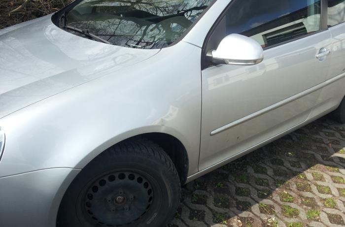 Parkplatzschaden vor dem lackierfreien Ausbeulen